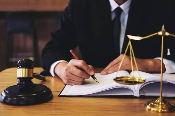 En advokatbyrå hjälper när livet blir komplicerat